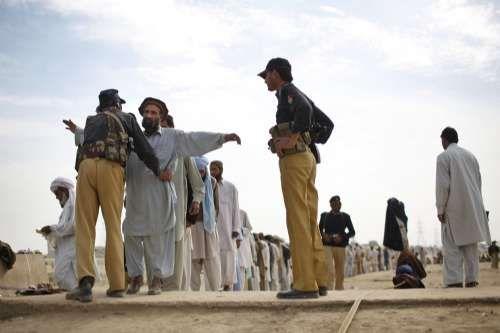 英军发布阿富汗战地手册 要贿赂塔利班兵源