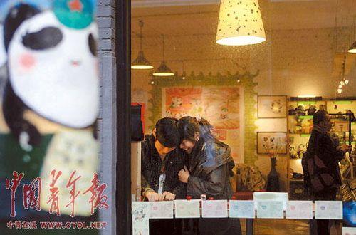 【冰点特稿】:熊猫慢递员的幸福生活