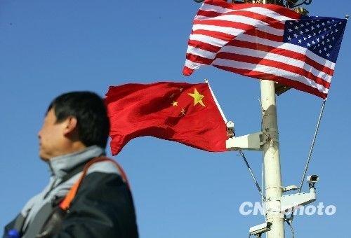 11月17日,北京天安门广场飘扬着中美国旗,以欢迎美国总统奥巴马访华。中新社发 刘震 摄