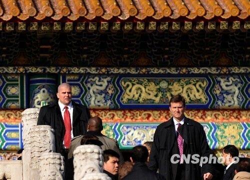 11月17日,正在中国进行国事访问的美国总统奥巴马一行参观北京故宫。图为奥巴马的贴身护卫。中新社发 廖攀 摄