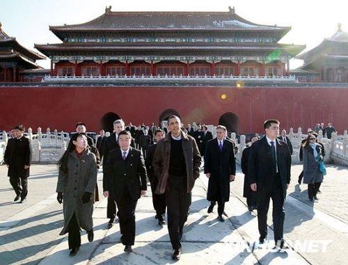正在中国进行国事访问的美国总统奥巴马参观北京故宫。新华社记者庞兴雷摄