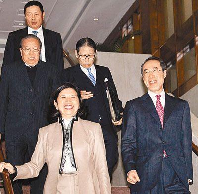 香港行政会议通过政改方案 今日起咨询公众
