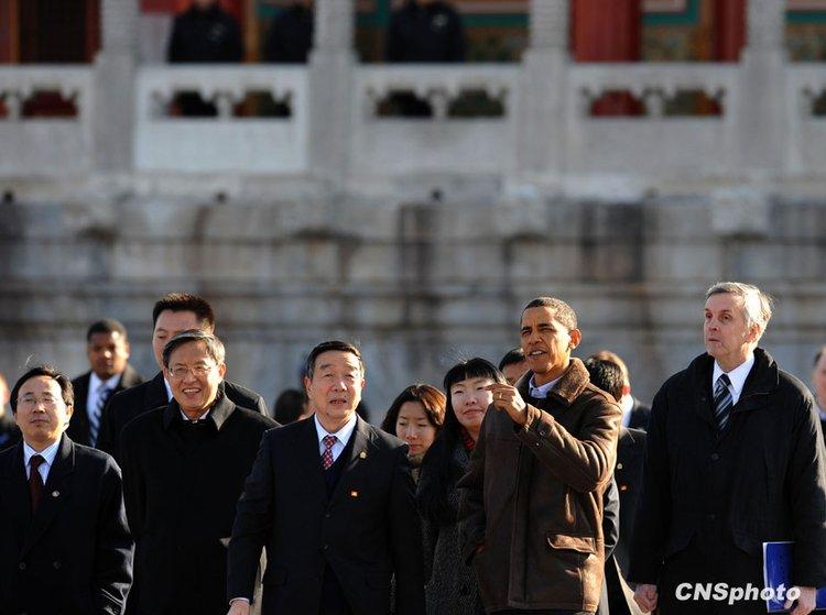 11月17日,正在中国进行国事访问的美国总统奥巴马一行参观北京故宫。图片来源:中国新闻网