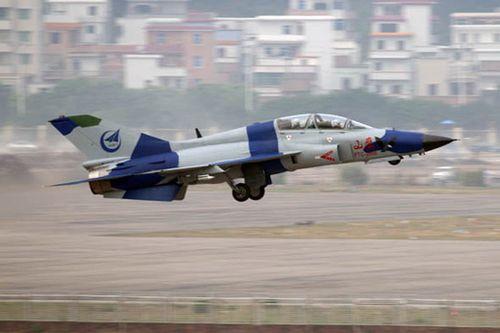 印尼空军将首次采购中国FTC-2000山鹰教练机