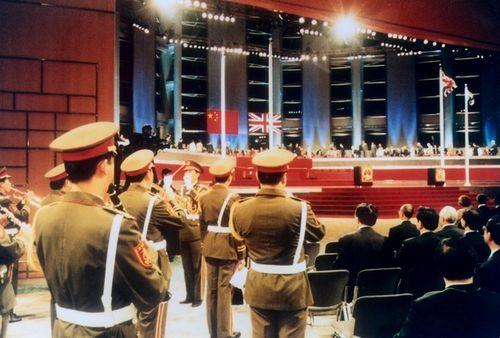 军乐团指挥回忆香港回归交接仪式一秒之争