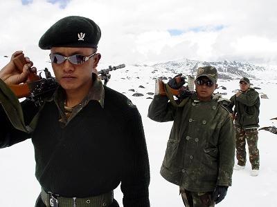 印度国防部长:打造非对称作战能力制衡中国