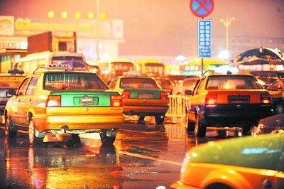 长沙的士深夜卸牌宰客 8元车程收38元(组图)