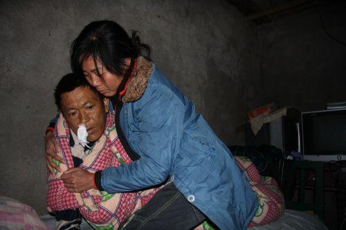 女子为病危丈夫寻找被拐卖前妻(图)