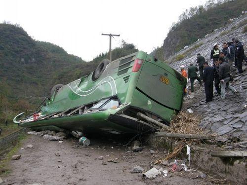 上海客车在贵州毕节翻车 已9人死亡30多人受伤