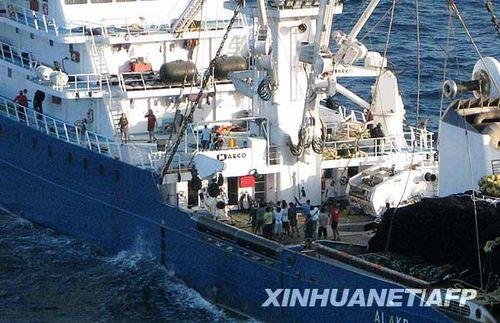 一艘遭索马里海盗劫持的西班牙渔船获释