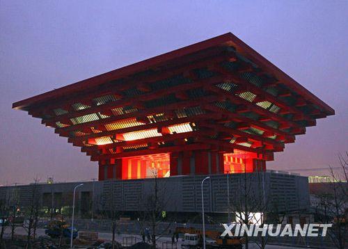 组图:上海世博园区中国馆试灯