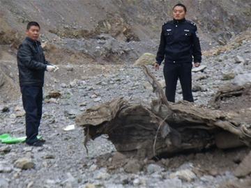 四川地震遇难女司机遗体震后1年被挖出(图)