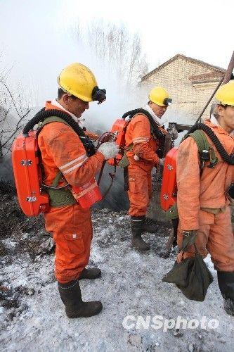 图:鹤岗矿难 救护队正在井下全力搜救