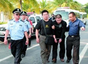 北京大兴杀亲案犯罪嫌疑人李磊被押解回京细节