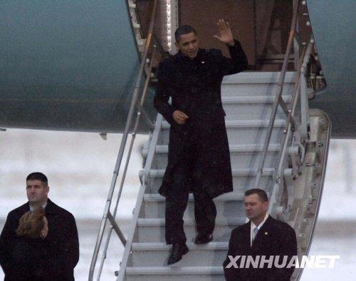 12月18日,美国总统奥巴马(中)抵达丹麦首都哥本哈根,参加在此召开的联合国气候变化大会。新华社发