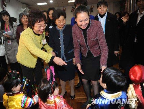 组图:胡锦涛夫人刘永清参观澳门圣约翰托儿所