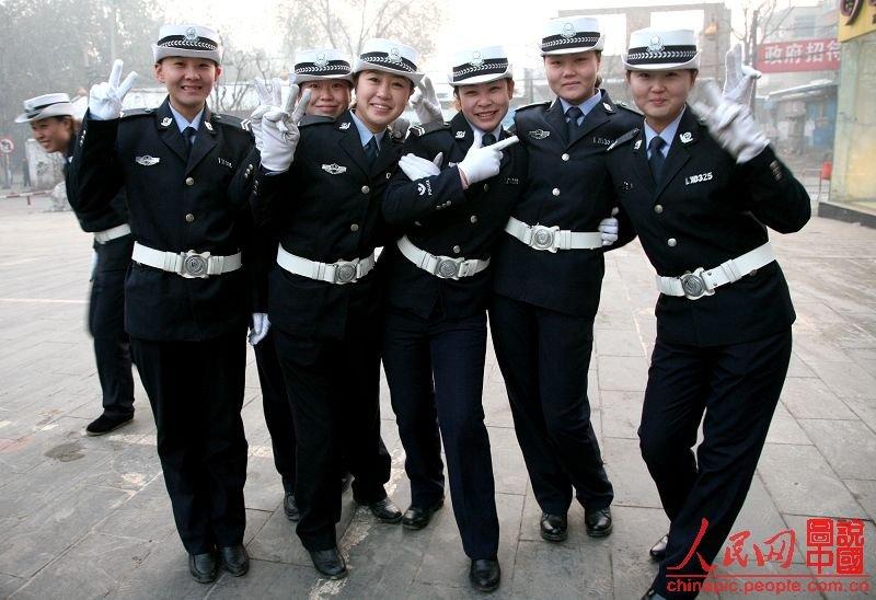 镜头记录山西临汾女子交警队伍;