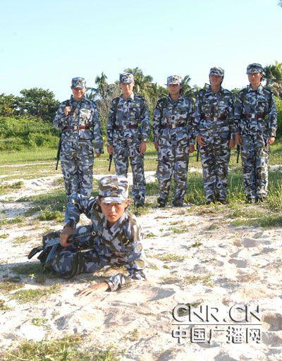 军事技能不逊于男兵图片