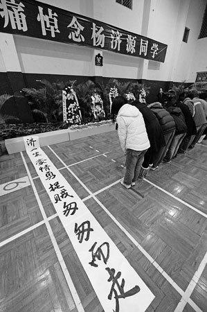 杭州大学生与同学外出抓小偷被刺身亡(组图)