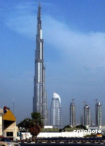 数字看迪拜塔:57部电梯1分钟可达124层观景台