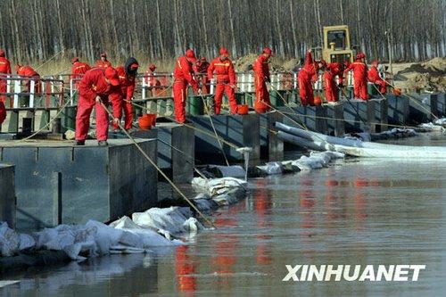 陕西积极奋战拦截漏油 渭河水质趋于正常