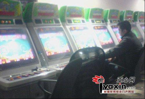 小伙玩赌博机两小时输光父母两万元积蓄