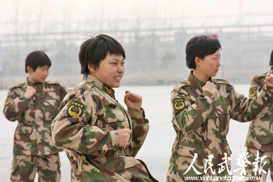 擒拿格斗训练. (图6)-高清组图 武警2000名大学生女兵在上海集结图片