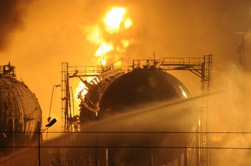 组图:兰州石化工厂发生爆炸 已致5人失踪
