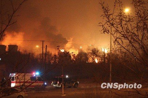 兰州石化爆燃事故进入第三天 现场火势仍未熄灭