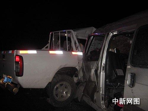 广西贵港两车相撞致2死4伤