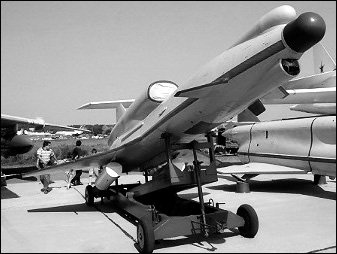 俄新研无人机可带1吨炸弹攻击美军航母(图)