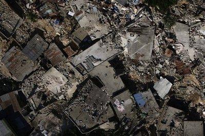 海地灾民用尸体堆成路障 抗议救灾进度缓慢