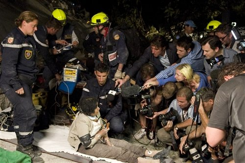美国航母做浮动机场 海地救援艰难前行(图)