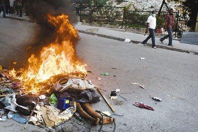 海地局势失控 部分灾民冒死抢掠酿成血案