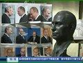 视频:施瓦辛格获赠普京半身雕像
