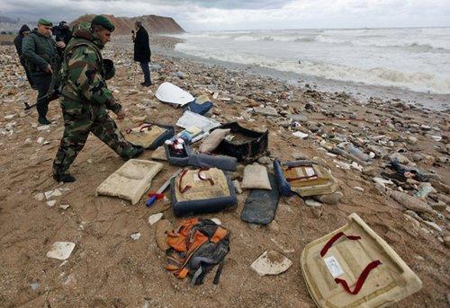 搜救人员发现埃塞俄比亚失事客机残骸