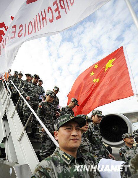 中国医疗防疫救护队抵达太子港(组图)