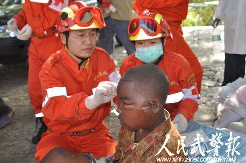 万里驰援抢救伤员2500余人 记武警赴海地医疗队