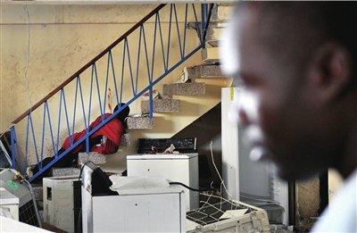海地劫匪哄抢电器行