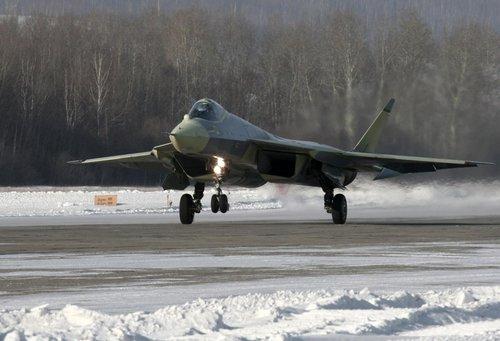 俄第五代歼击机首飞成功 2013年投入部队服役