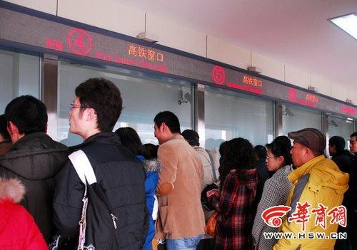 郑西高铁车票西安首发 1小时内售出260张(图)