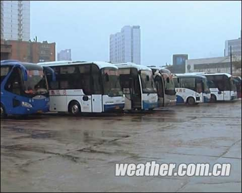 北疆再迎强降雪 江南阴雨西南旱(组图)