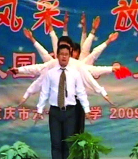男教师跳搞笑舞蹈视频走红(组图)