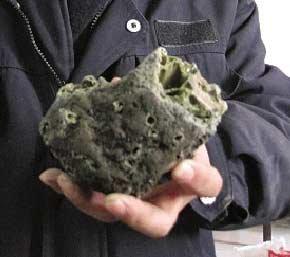 天外来客似石非石 闪电熔岩为世间罕见(图)