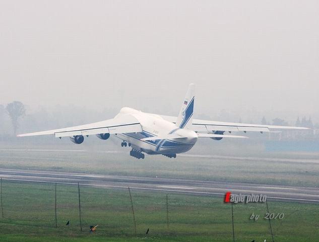 高清图:中国枭龙战机运赴巴基斯坦全过程
