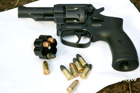 昆明巡警配发上千支新9毫米转轮手枪