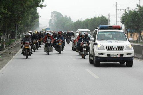 珠三角10万农民工组队骑摩托车返乡(组图)