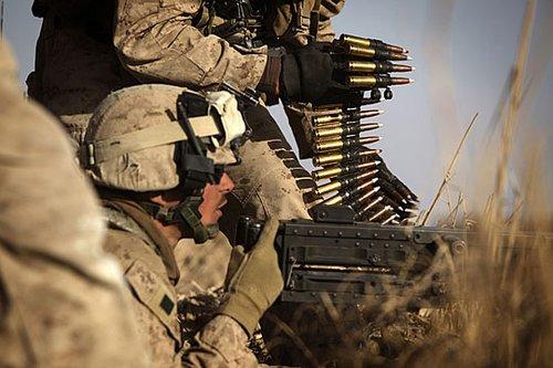 组图:驻阿美军猛攻塔利班老巢