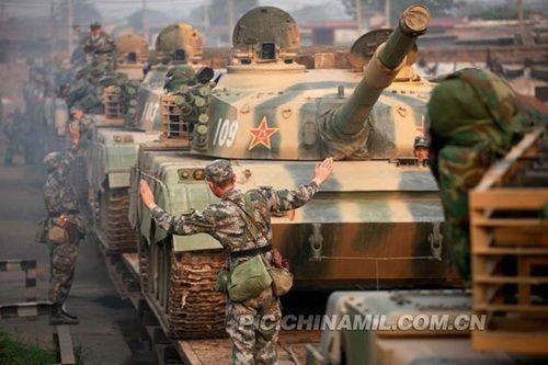 [2-22]解放军表彰800名优秀指挥官 每人奖励2万元
