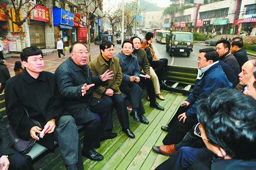 重庆市长黄奇帆率官员坐大卡车考察主城(图)